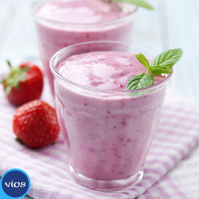 bicchierini di panna cotta allo yogurt greco con fragoline