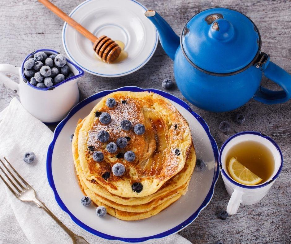 Ricetta pancake allo yogurt greco con mirtilli e banana | Vios