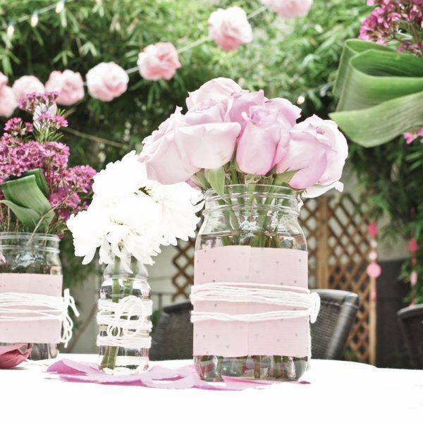 Matrimonio shabby chic con barattoli di vetro